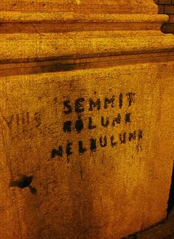 """""""Semmit Rólunk Nélkülünk"""" - """"Inget om oss, utan oss."""" Ett i Ungern välkänt ordspråk, som användes redan under 1800-talet av ungerska politiker för att visa att förändringar i samhället ska ske med involvering av alla medborgare."""