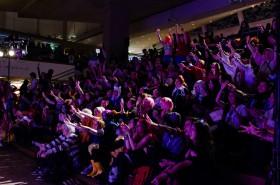 Publiken i jubel inför artisten som uppträder under Confusion, 2012. © Gabriel Kulig