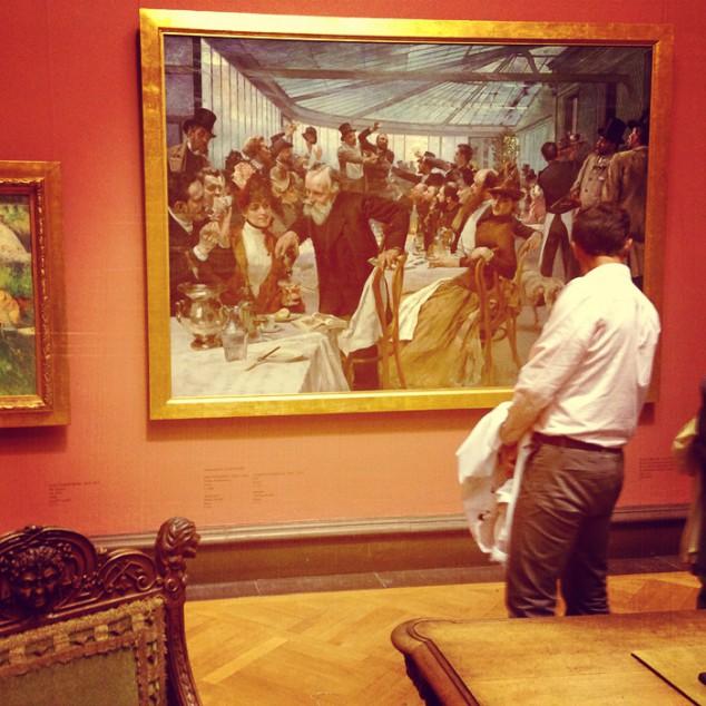 Göteborgs konstmuseum ordnade guidade visningar. Bland annat fick jag veta mer om målningarna och skulpturerna i Fürstenbergska galleriet, som ligger längst upp i museet. Det donerades 1902 till Göteborgs stad av Pontus Fürstenberg och införlivades med Konstmuseet.  Målningen på bilden är gjord av Hugo Birger. Den avbildar skandinaviska konstnärers frukost på ett café i Paris 1886. I Fürstenbergska galleriet finns också målningar av till exempel Carl Larsson, Bruno Liljefors, Carl Fredrik Hill, Anders Zorn och Ernst Josephson.
