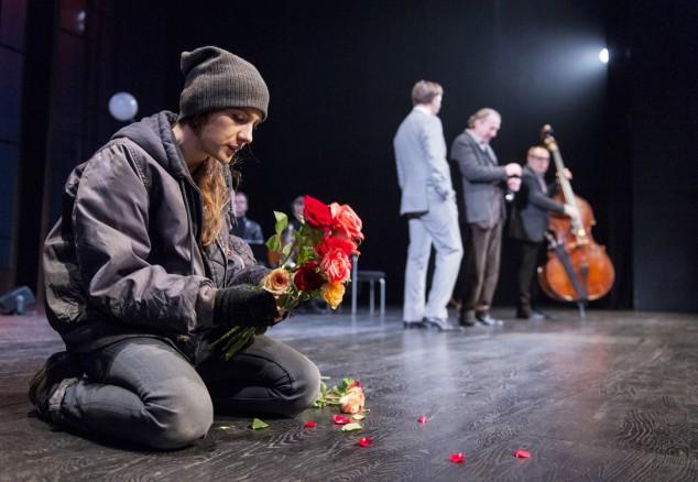 Nina Zanjani som Eliza i Göteborgs stadsteaters uppsättning av Pygmalion.