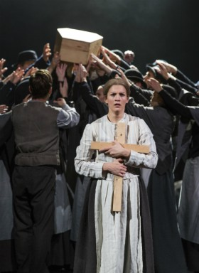 I Göteborg spelar Maria Ylipää den kvinnliga huvudrollen Kristina i Kristina från Duvemåla. Första gången var på Svenska Teatern i Helsingfors.